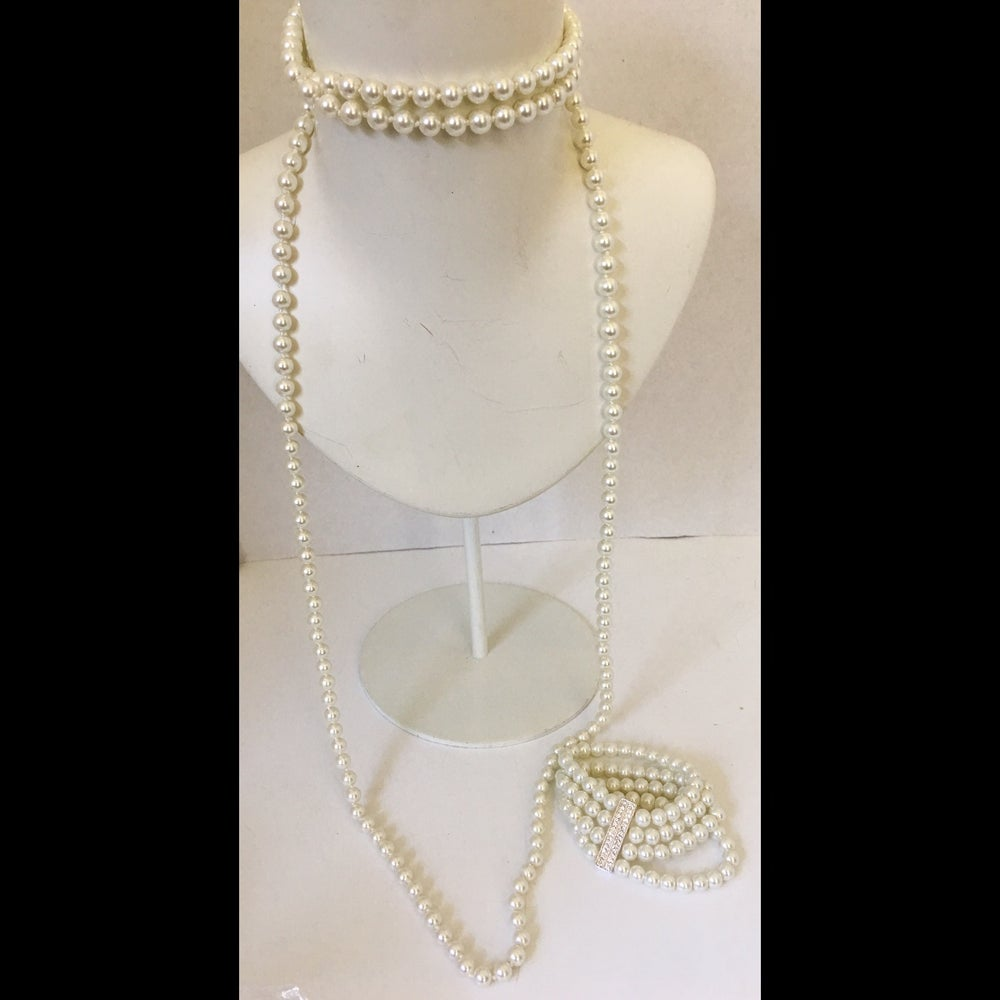 Image of Pearl long necklace and bracelet set