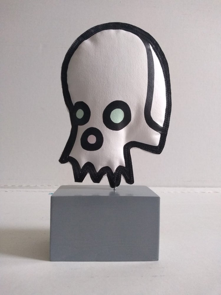 "Image of ""Celebrity Skull"" (Soft Sculpture)"