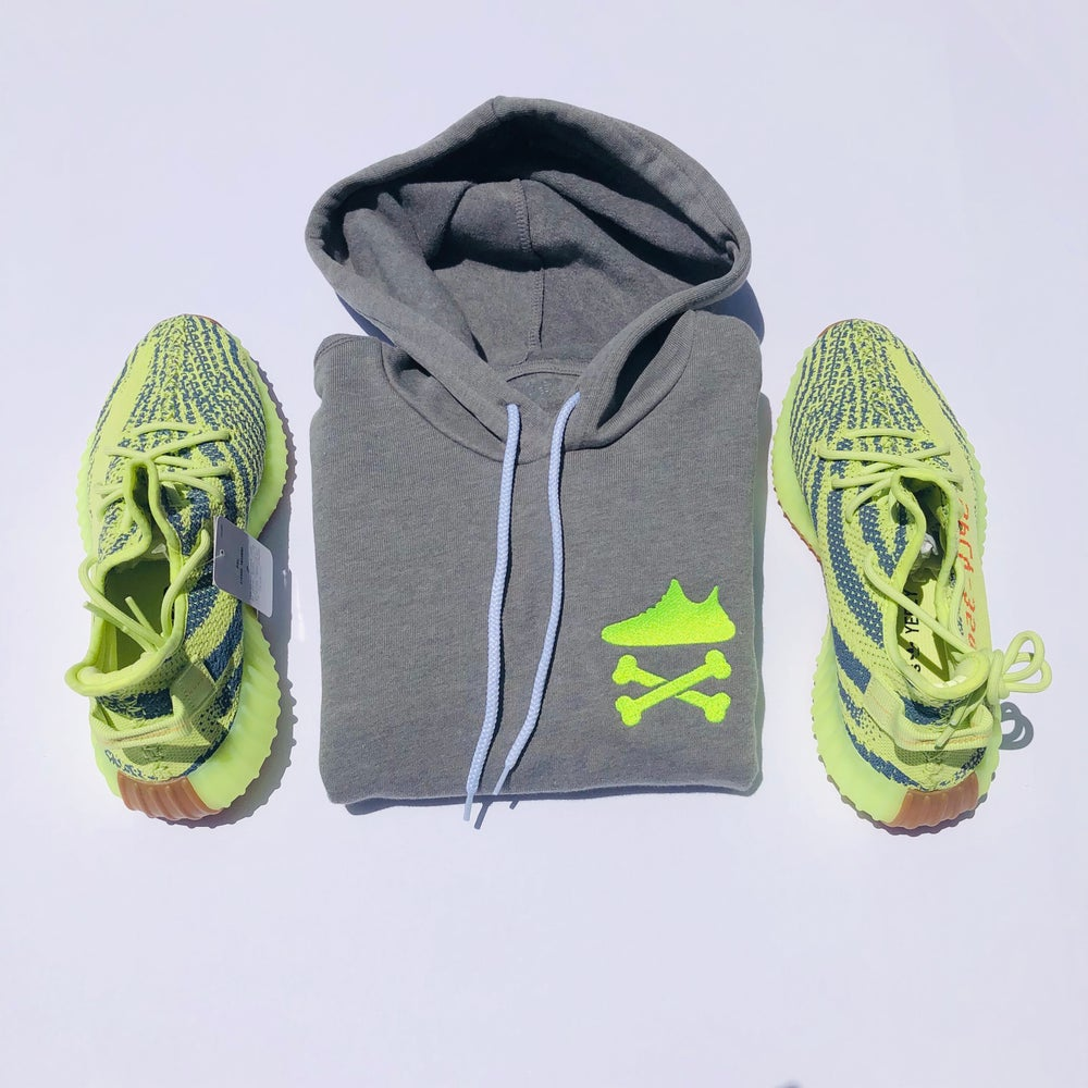 "Image of YEEZY CROSSBONES EMBROIDERY ""NEON YELLOW"" HOODY"