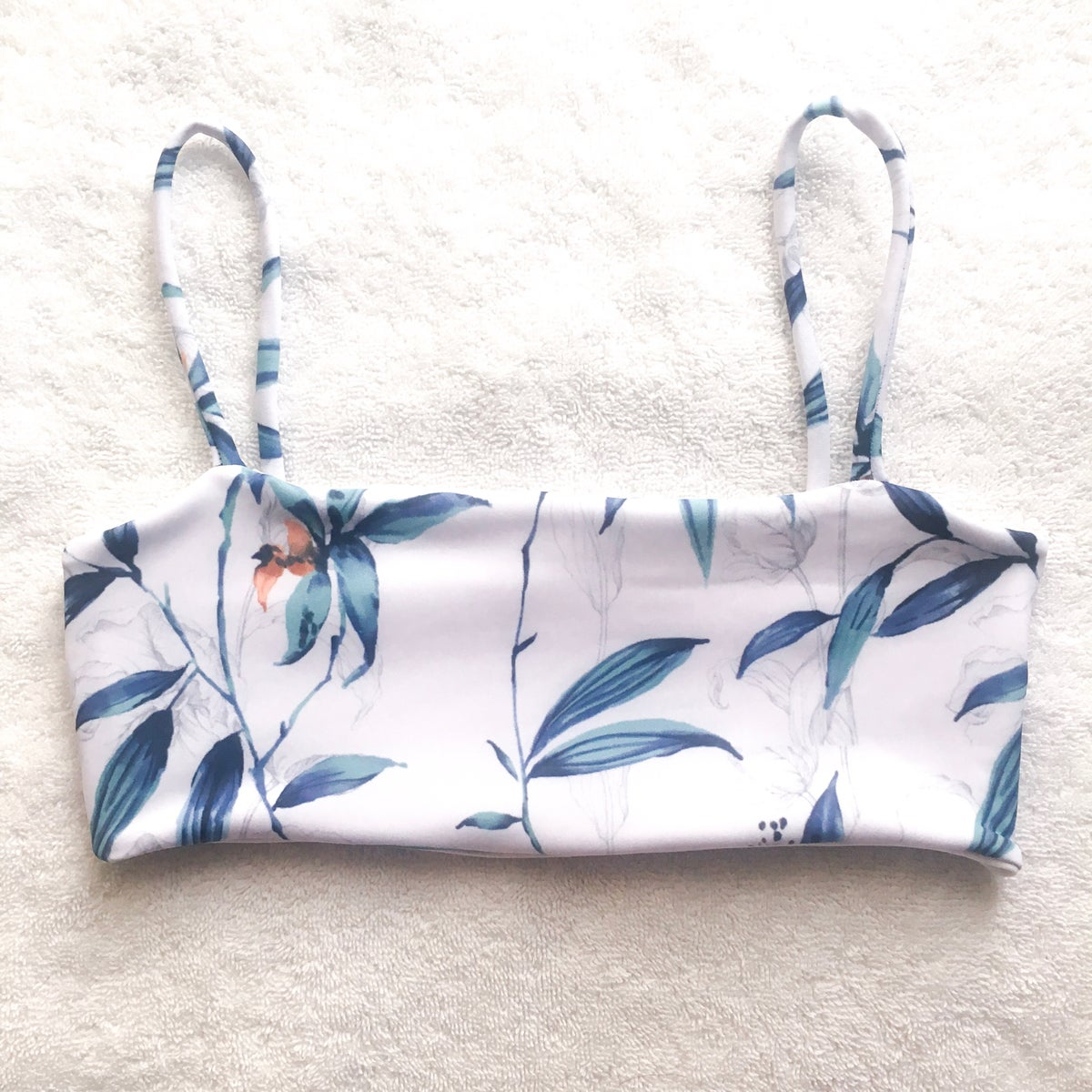 Image of LEXI TOP : BLUE BAMBOO X WHITE