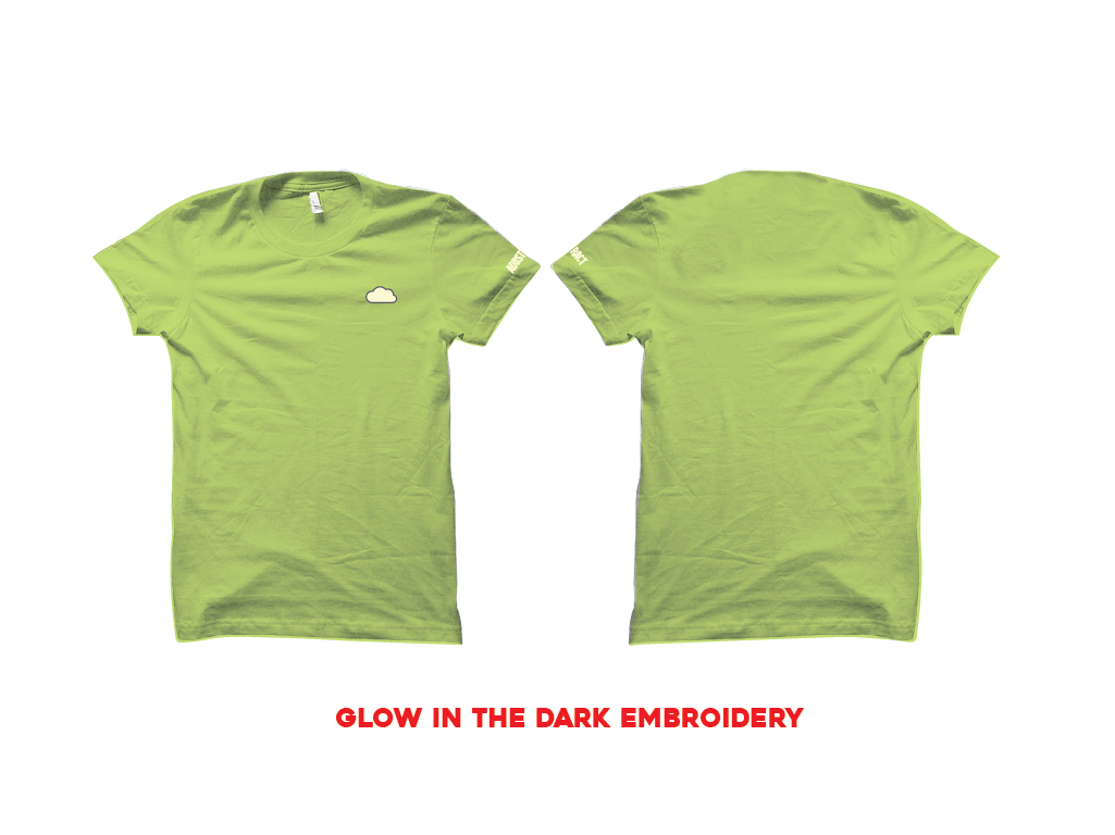 "Image of CLOUD EMBROIDERY ""GLOW"" T-SHIRT"