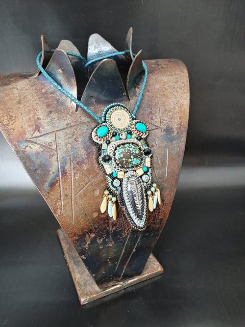 Image of Collier brodé Sur les rives de l'Amazone