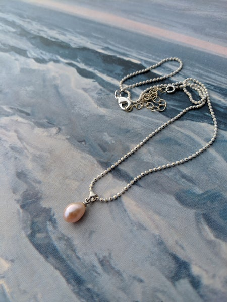 Image of Dainty freshwater pearls pendant