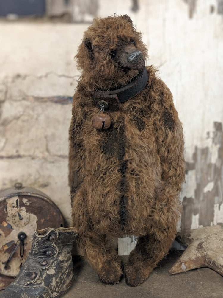 "Image of 13.5"" old distressed mohair grizzly bear w/ antique leather collar Whendi's Bears"