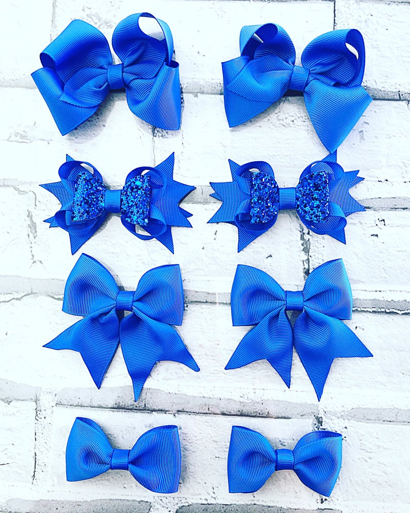Image of 8 school bows