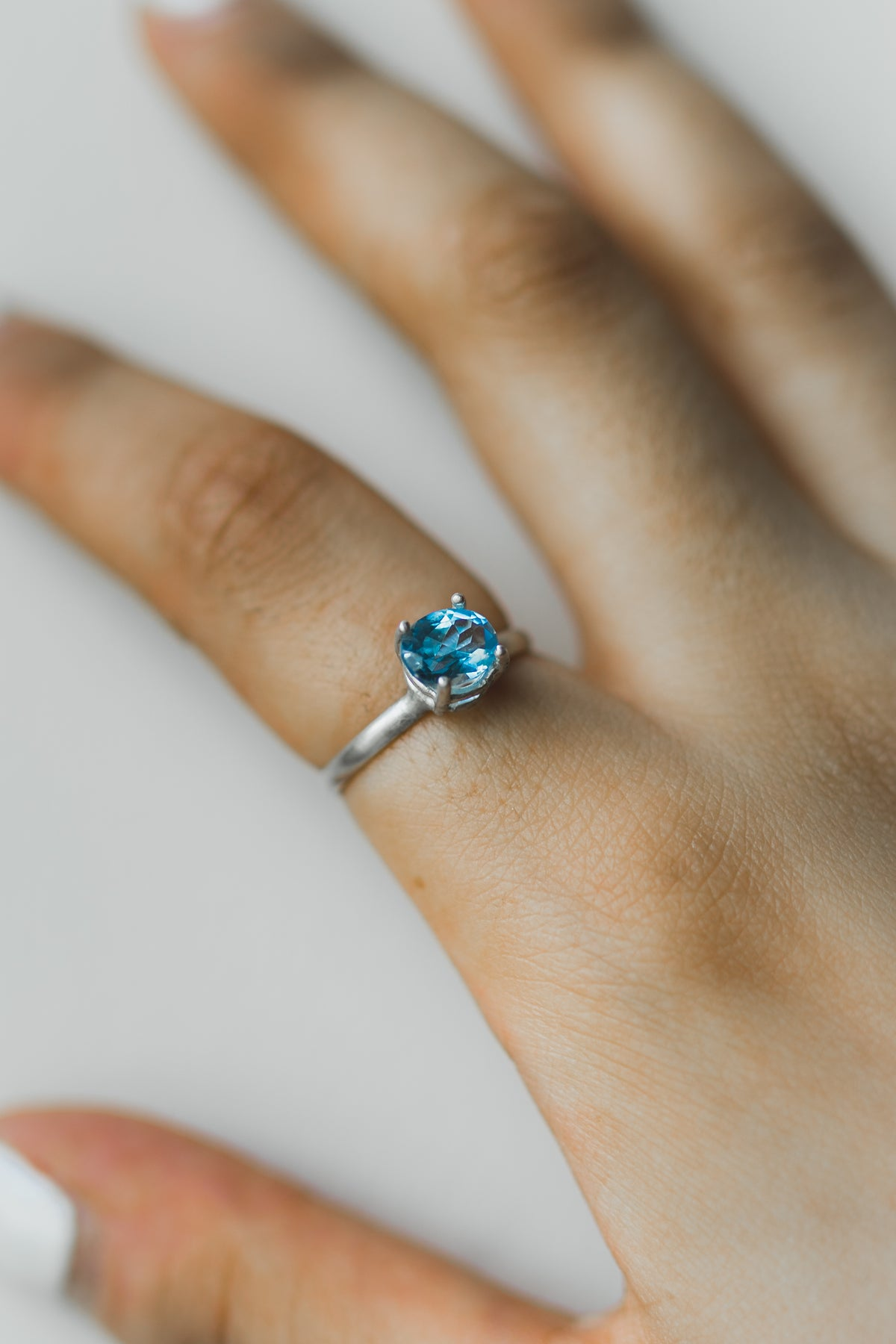 GLOWING Blue Sapphire ring