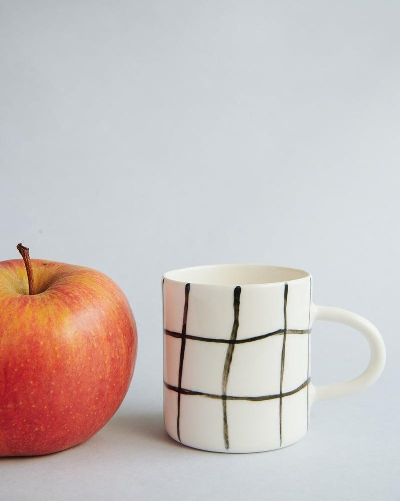 Image of Mały kubek w kratkę / Small mug
