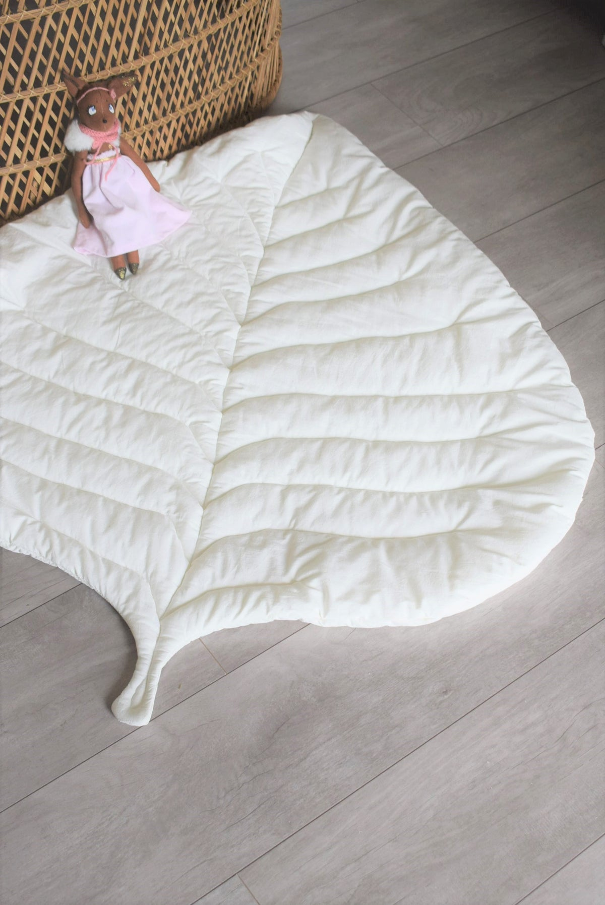 Image of TAPIS FEUILLE GRANDE TAILLE - Modèle unique tissu fleuri