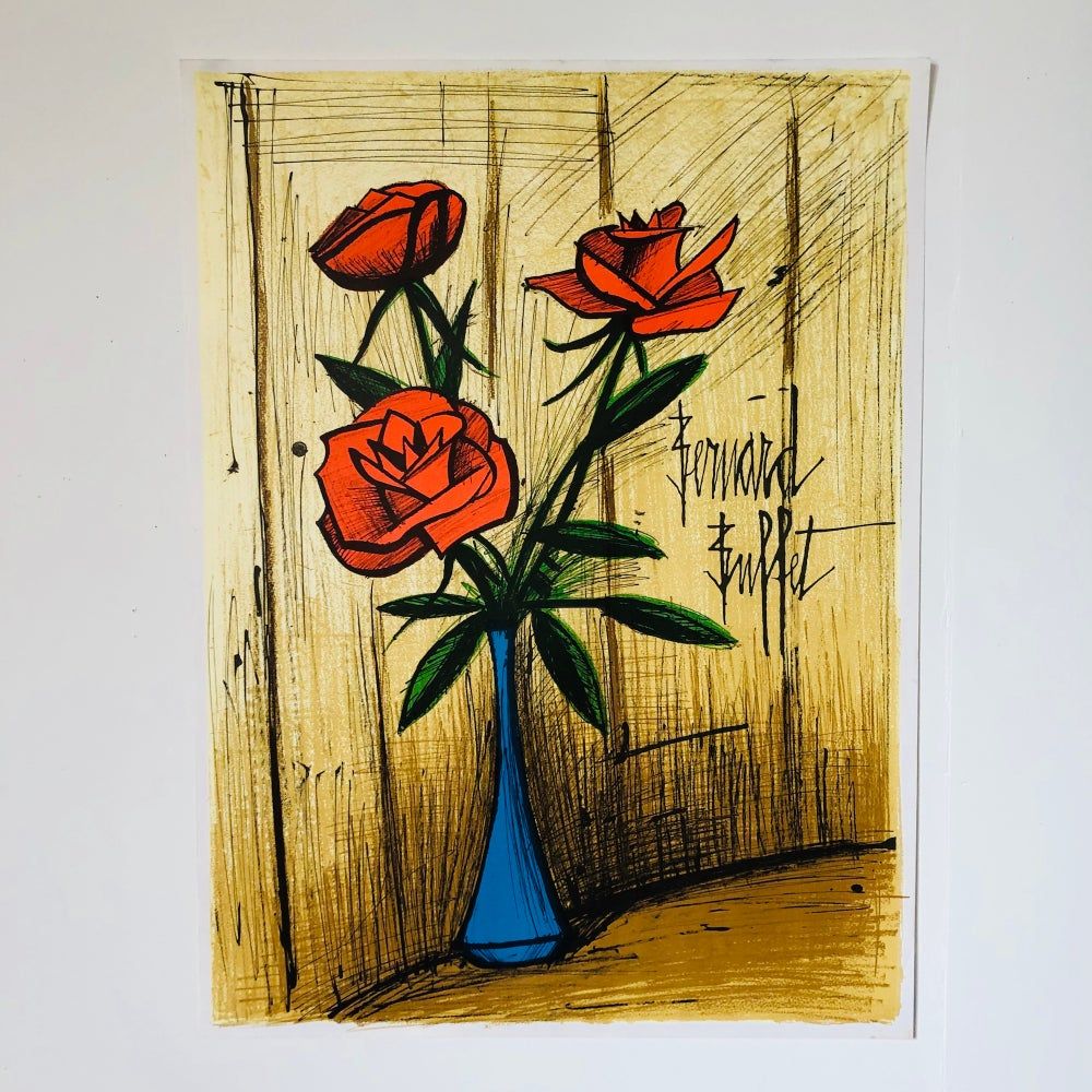 Image of 20/200 / buffet - flowers/blue vase