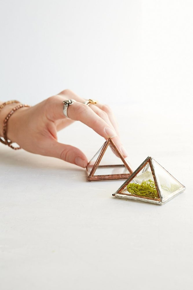 "Image of 2"" Pyramid Box"