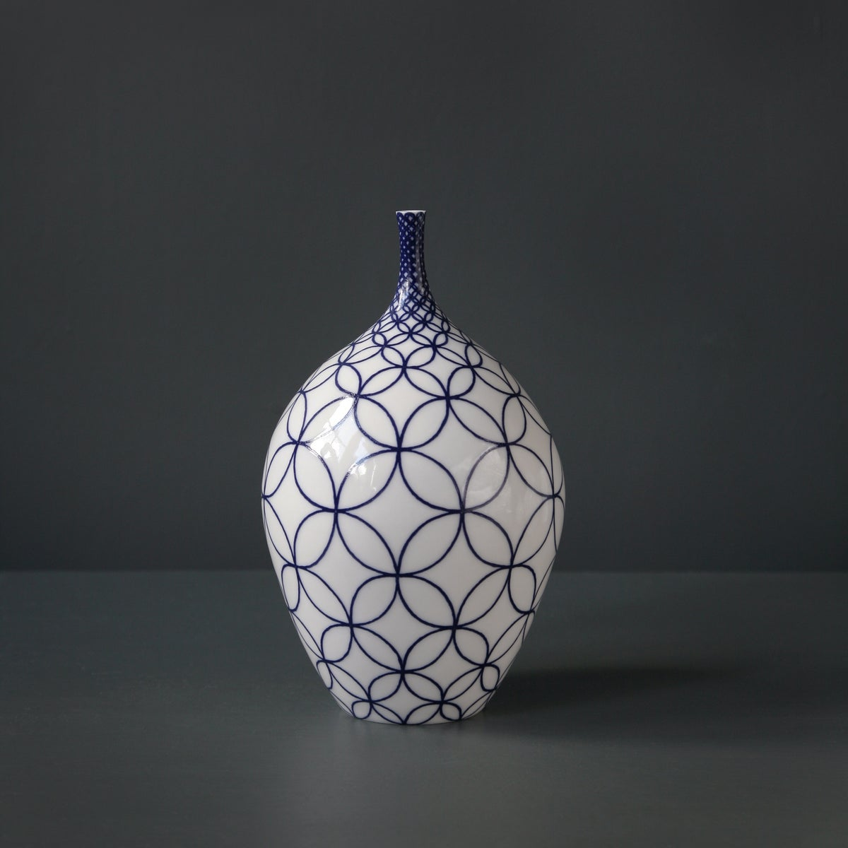 Image of Medium Bottle Form by Rhian Malin.