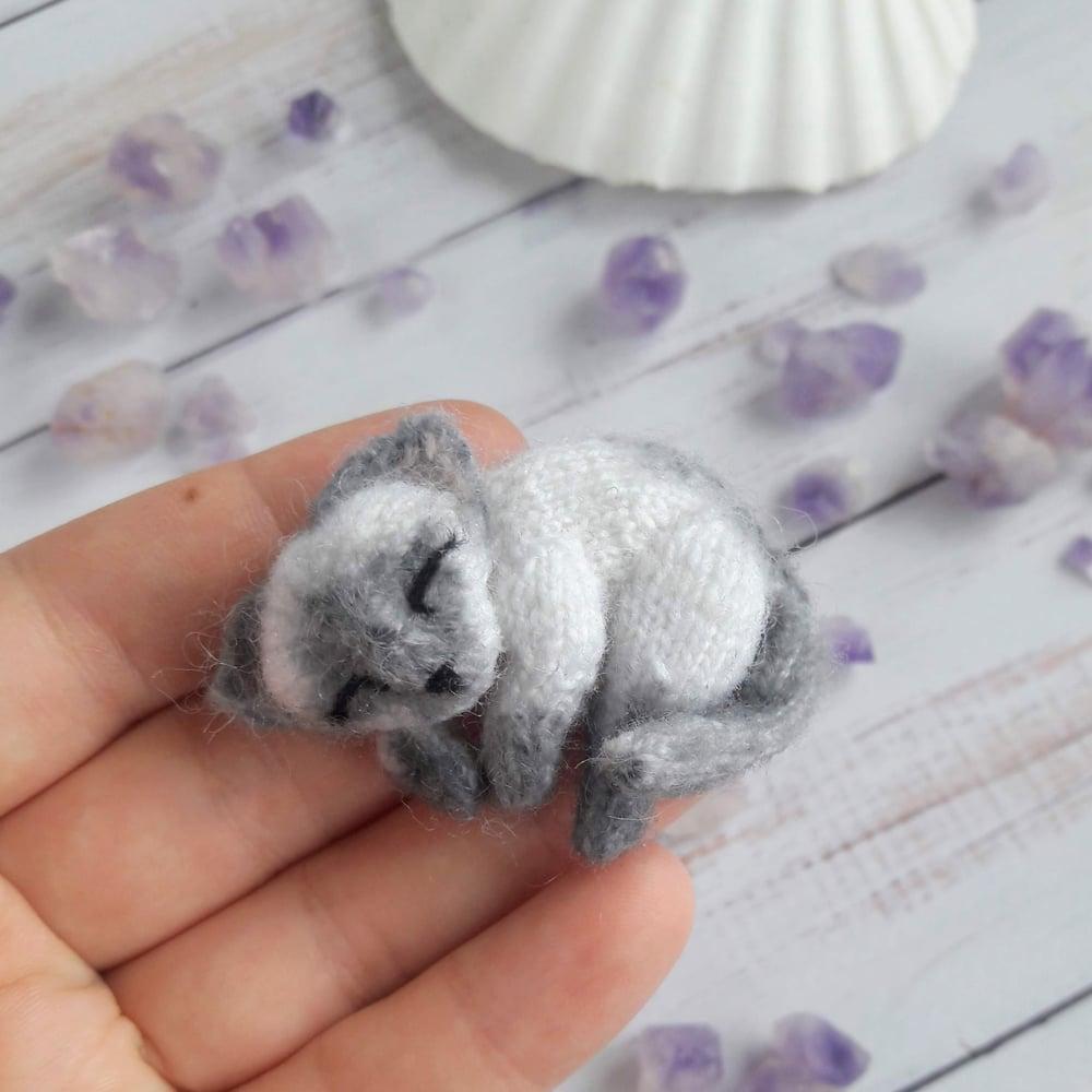 Image of Siamese cat brooch