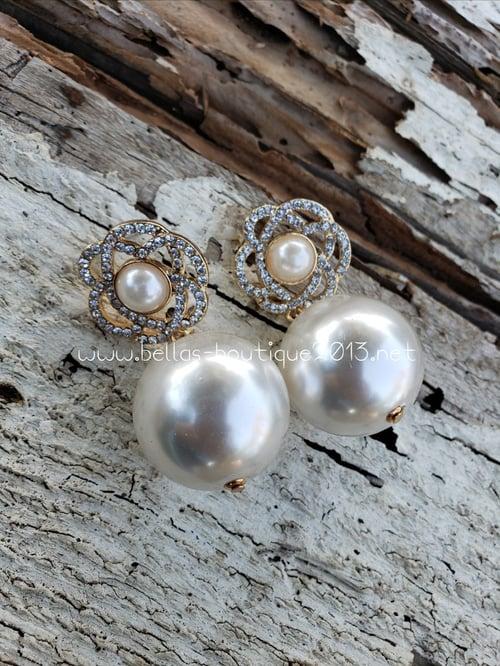 Image of Pearl Flower Earring