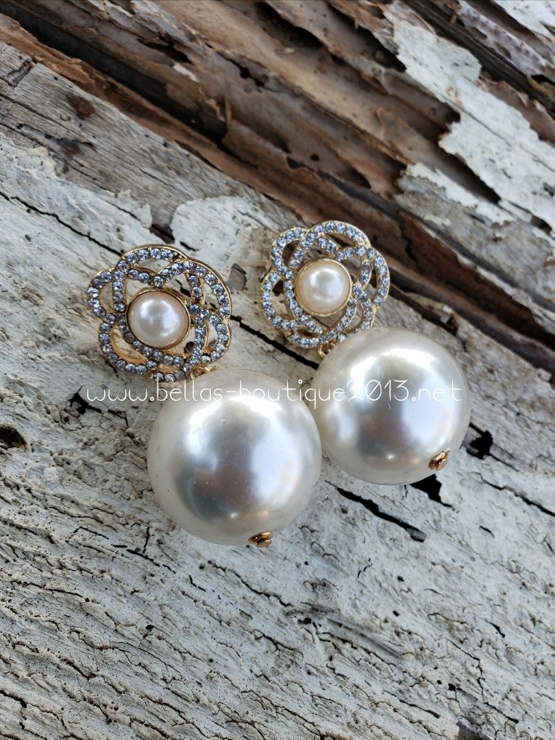 Image of Pearl Flower Earring