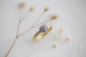 Image of 18ct gold, pale grey oval rose-cut diamond ring (IOW120)