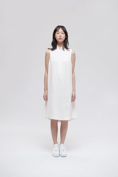 Image of TRAN - 高領簡約無䄂洋裝 (白)