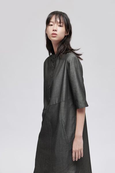 Image of TRAN - 亨利領不對稱襯衫洋裝 (灰)