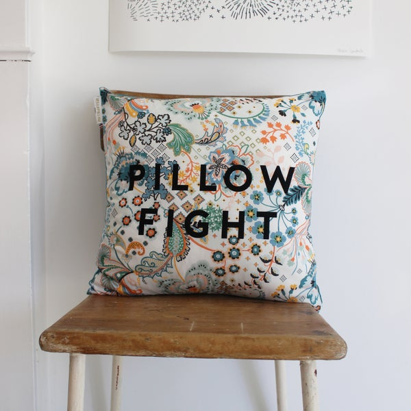 Image of PILLOW FIGHT / Naive Myosotis