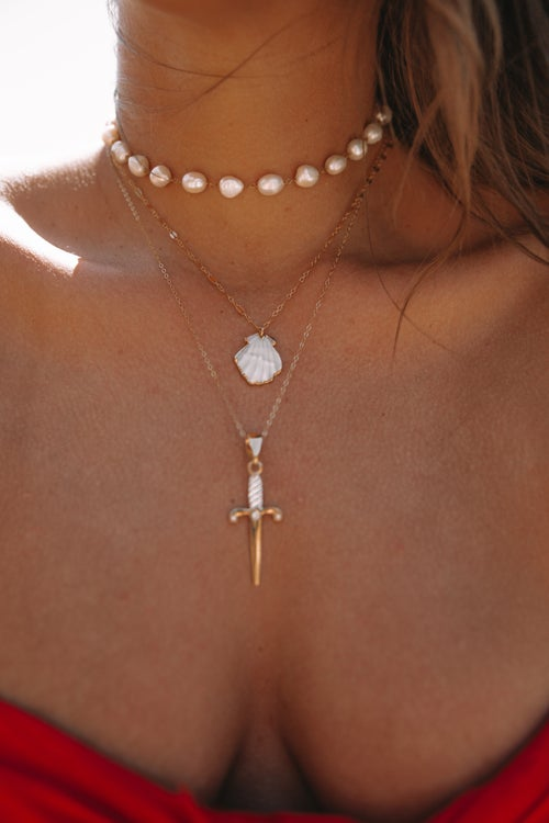 Image of The Pearly White Necklace