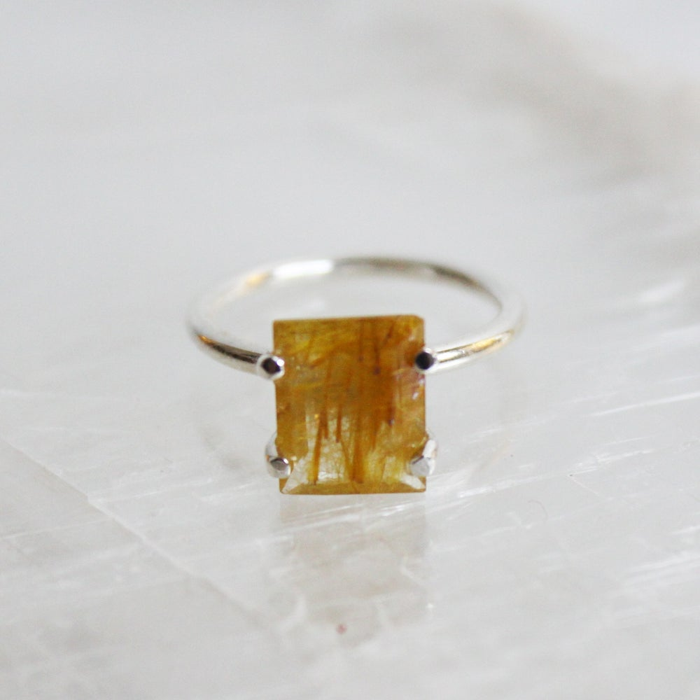 Image of Golden Rutilated Quartz rectagle cut ring