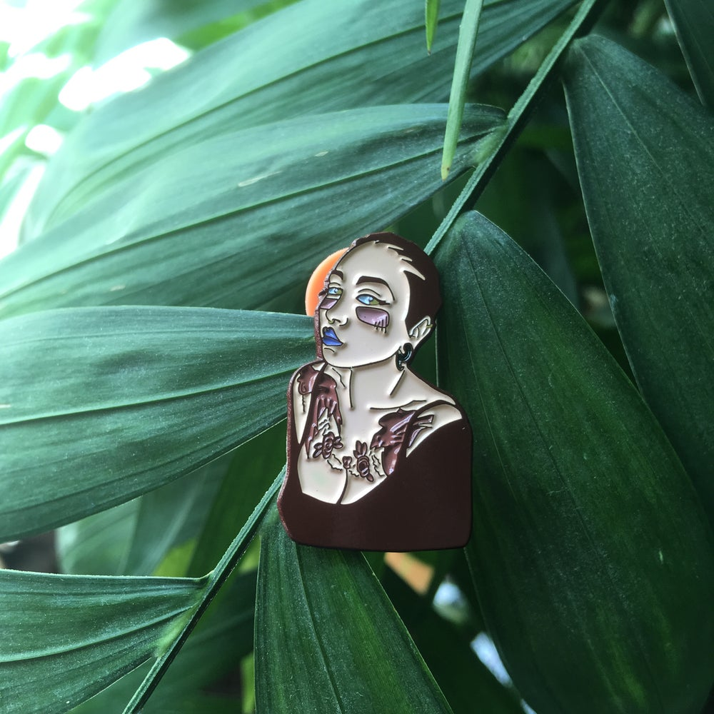 Image of 'Lafemme portrait pin'