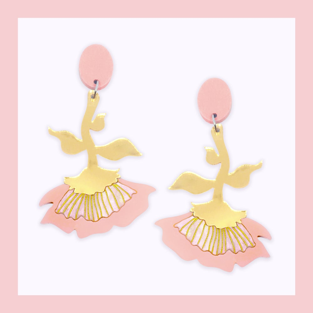 Image of Flora Dangles (Peach-Pink/Pearl/Gold)