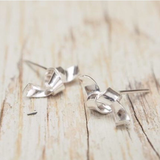 Image of tiny knot studs