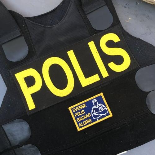 Image of SVENSK POLIS BACKAR ALDRIG