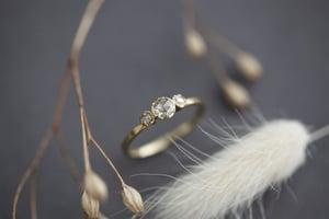 Image of 18ct gold rose-cut diamond trilogy ring (IOW86)