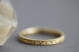 Image of 18ct gold 2mm flat court laurel leaf and milled edge engraved