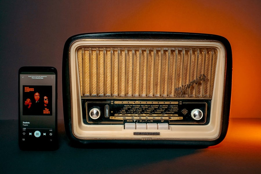 Image of TELEFUNKEN MIGNONETTE (1955) RADIO D'EPOCA BLUETOOTH