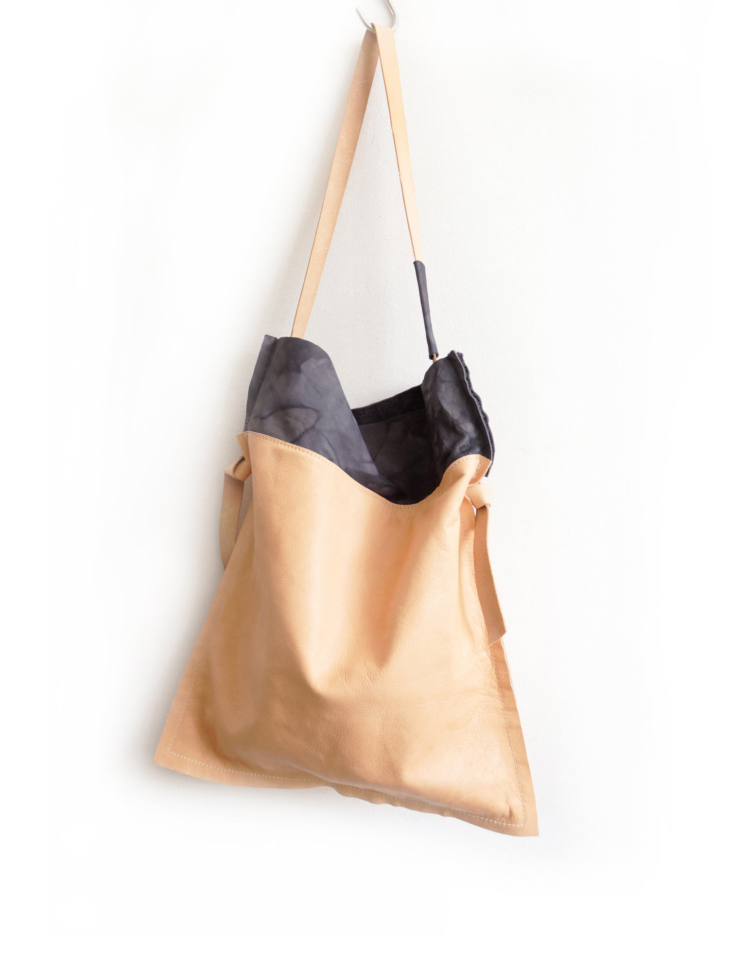 Image of Flat Constructed ShoulderBag, Nude Leather Tote Bag with Blue Handdyed Trim