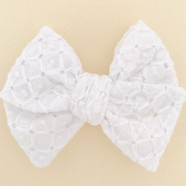 Image of Barrette broderie anglaise blanche