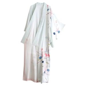 Image of Silke kimono - Lyseblå med blomsterkant og rosa for