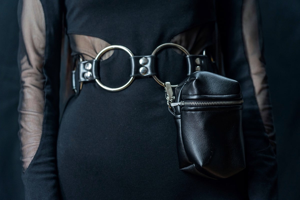 Ring belt with detachable hip bag in vegan leather