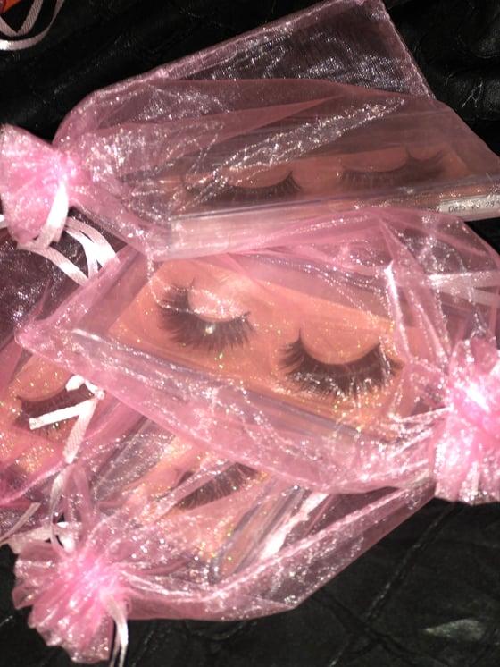 Image of Luxury Lashes