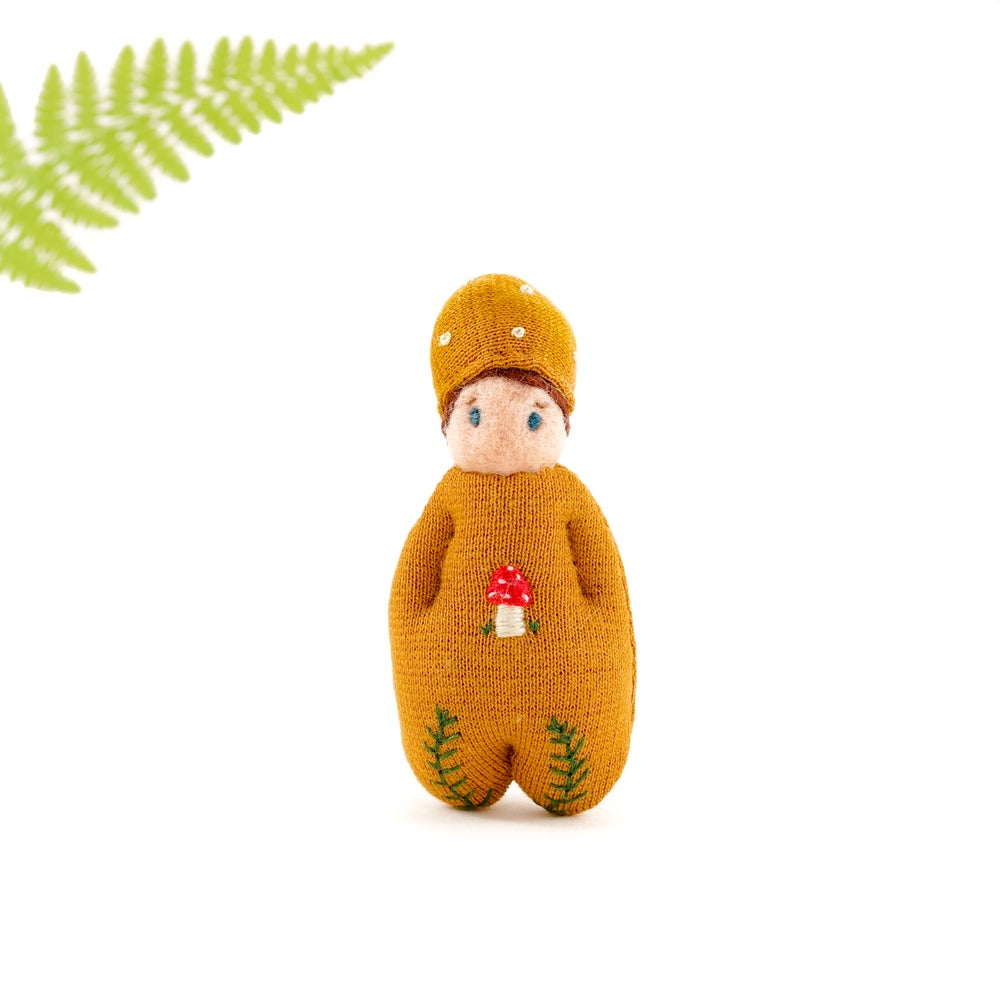 Image of DORIMU GNOME Brooch - Toadstool and Fern 2