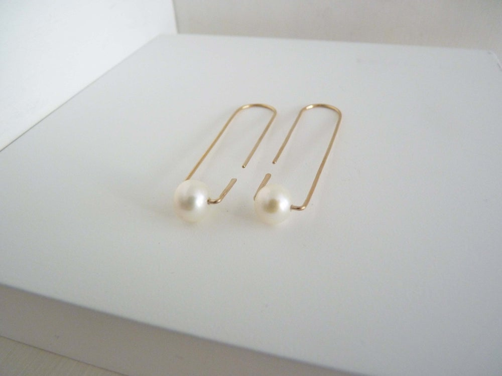 Image of One pearl earrings