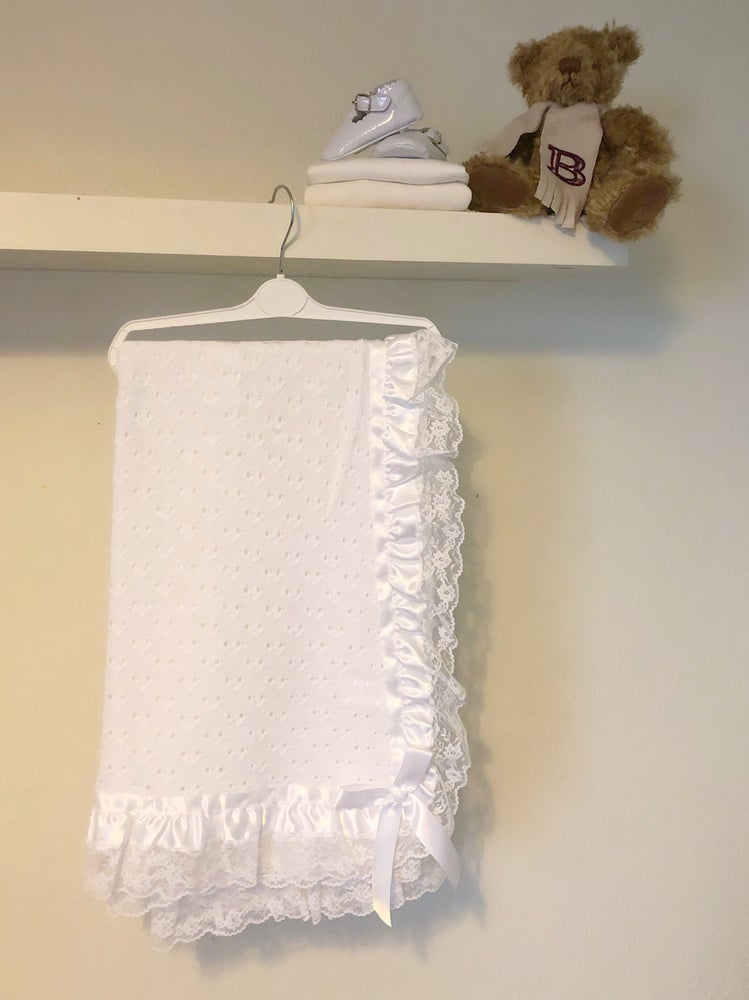 Image of White knit lace blanket