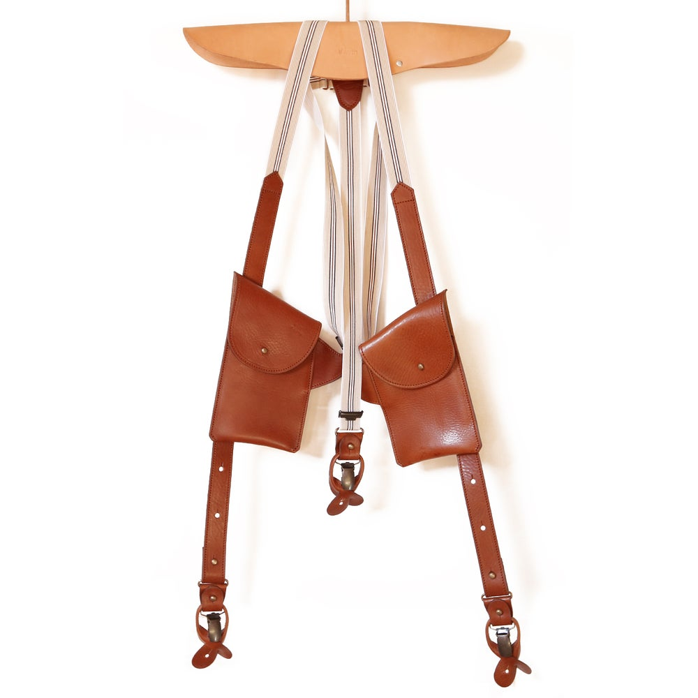 Image of leather SUSPENDER with pockets: cognac with light fabric