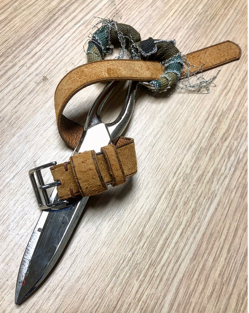 Image of Suede pigskin unlined pull-through strap
