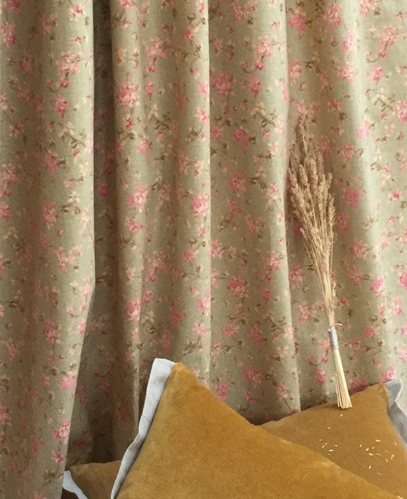 Image of Lin Anglais bouquets petites fleurs rosé fond vert pâle