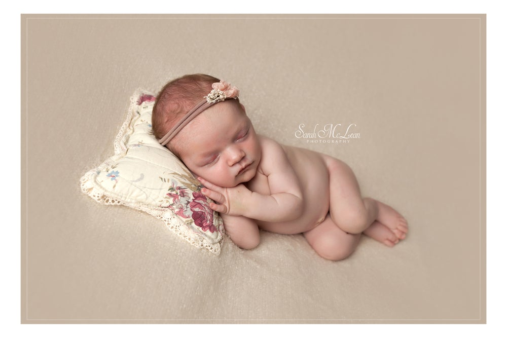 Image of Newborn Session Booking Retainer only