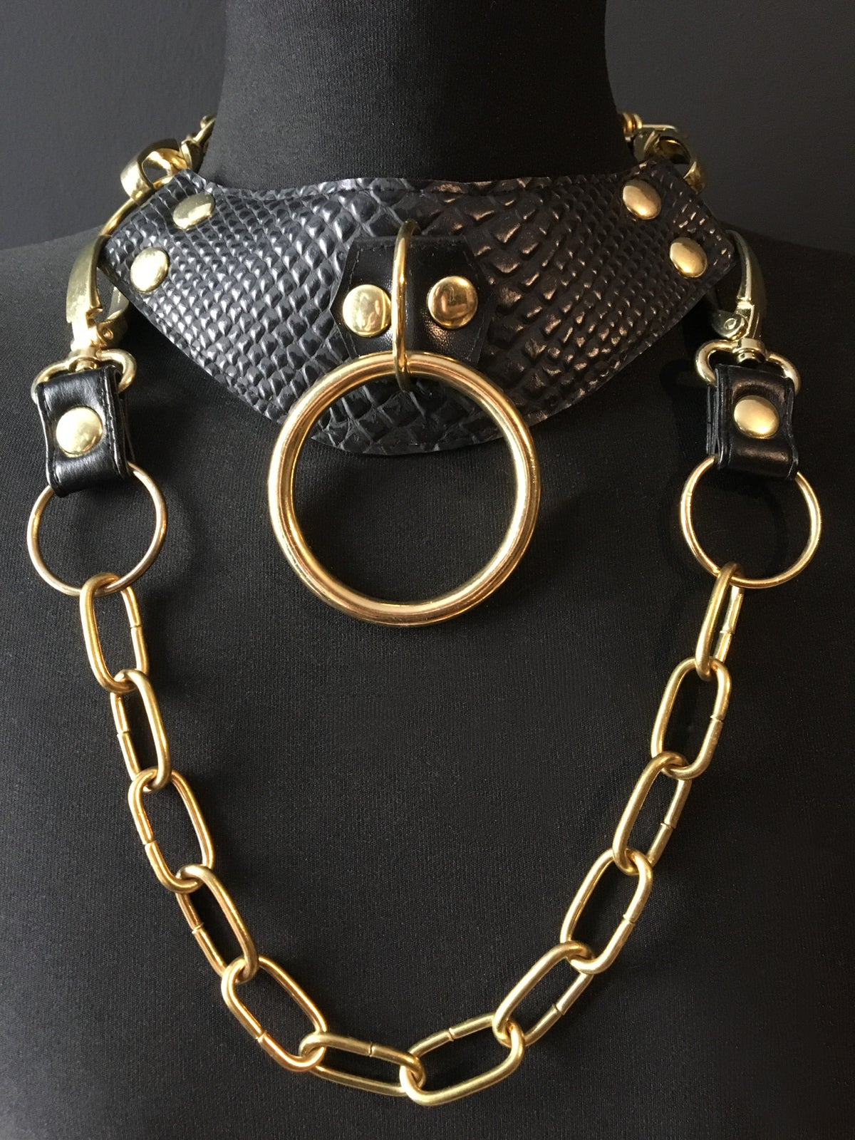 Posture necklace snake and gold