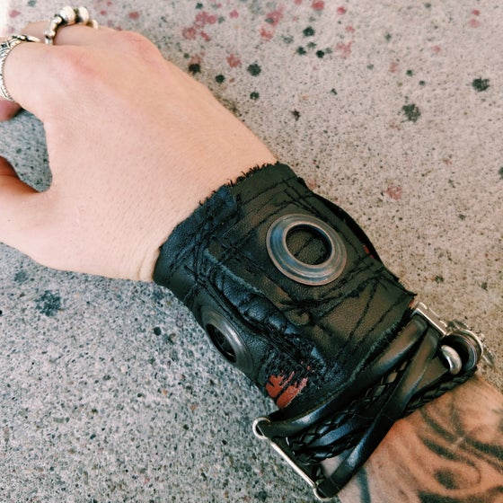 Image of Big eyelets cuff