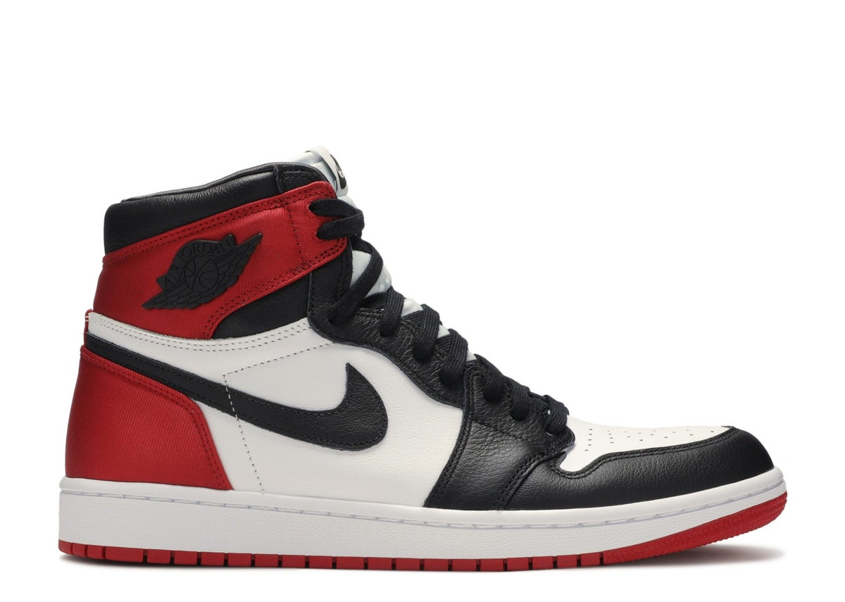 "Image of WMNS AIR JORDAN 1 RETRO HIGH ""SATIN BLACK TOE"""