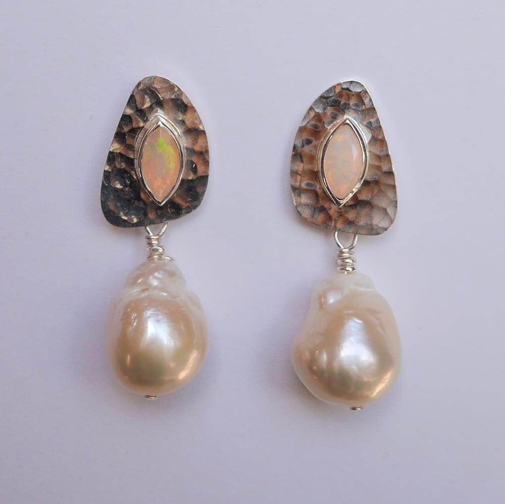 Image of Pagoda Earrings