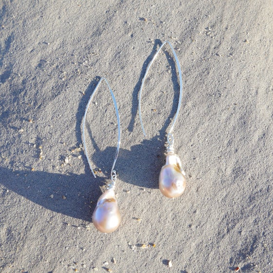 Image of Panama Earrings (lilac pearl)