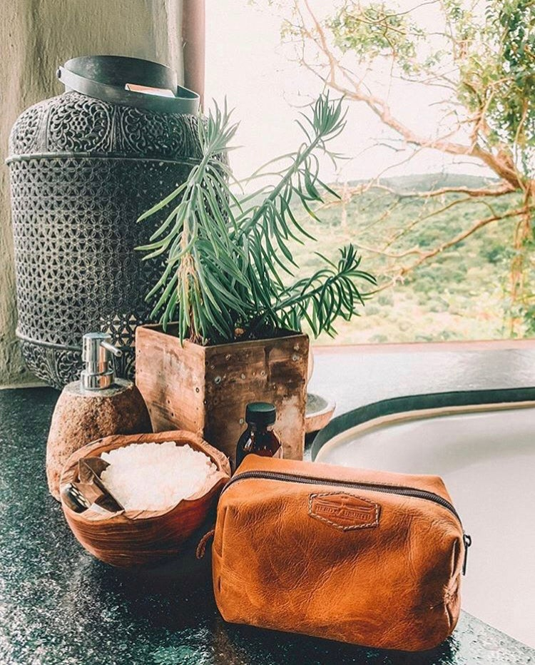 Image of The Finch Leather Toiletry Bag
