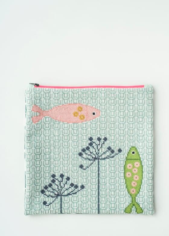 Image of Garn-iture Embroidery Kit / Gone fishing (medium)